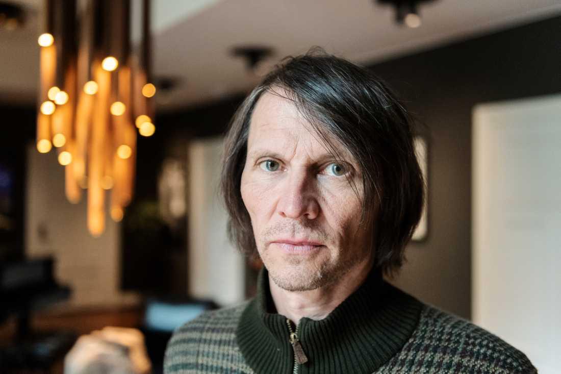 """Jakob Hellman är aktuell med föreställningen """"Äntligen borta – i stället för 30 år: Alltid""""."""