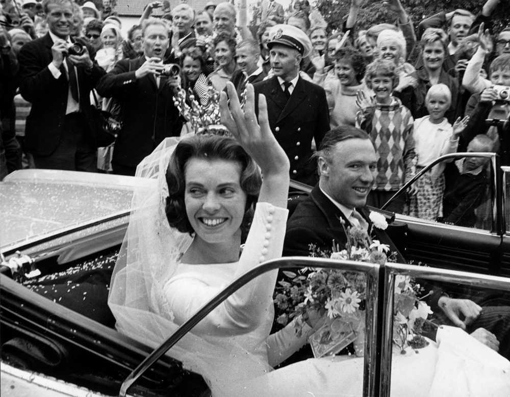 1964 gifte hon sig med den brittiske affärsmannen John Ambler.