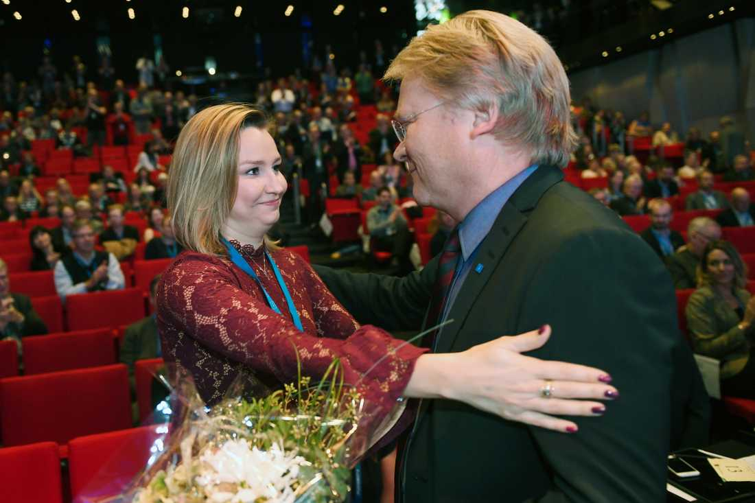 Ebba Busch Thor gratulerar Lars Adaktusson
