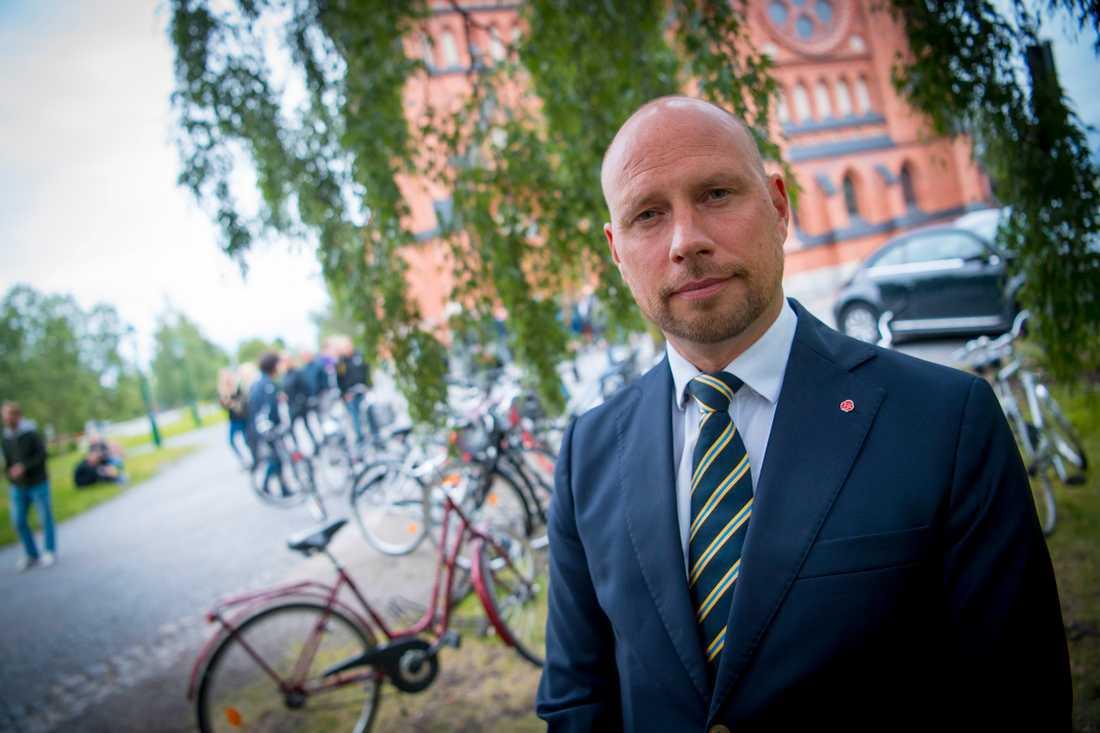 Umeå kommunstyrelses ordförande Hans Lindberg vid minnesstunden.