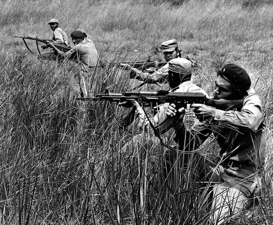 Kubanska soldater sida vid sida med MPLA-gerillan i Angola 1976. Under femtio år var Kuba den tredje världens enda hopp, skriver Kajsa Ekis Ekman. Arméer av soldater och läkare skickades till Afrika och Sydamerika till stöd för fattiga och förtryckta.