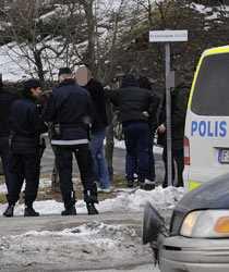 Polisen och supportrarna drabbade samman vid lunchtid på lördagen. Sex personer fick avhysas.