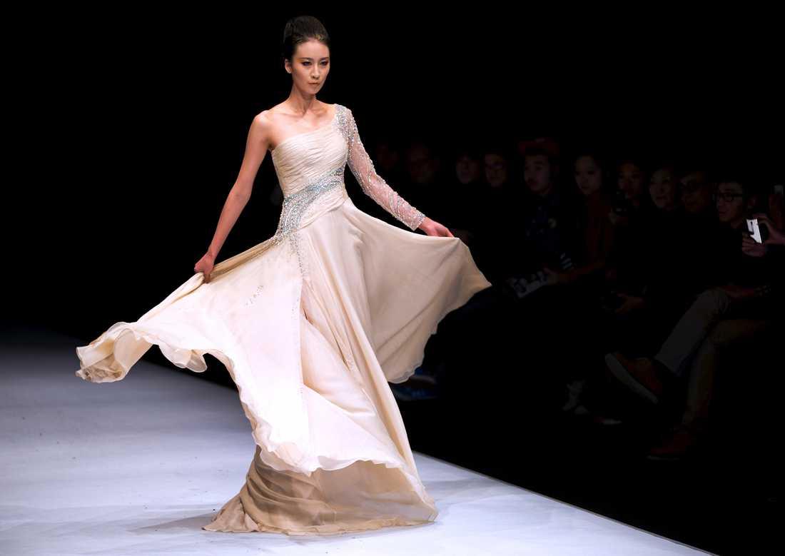 Inspirationsbild Brudklänning från den kinesiske designern Zhao Yakun. Foto: AP