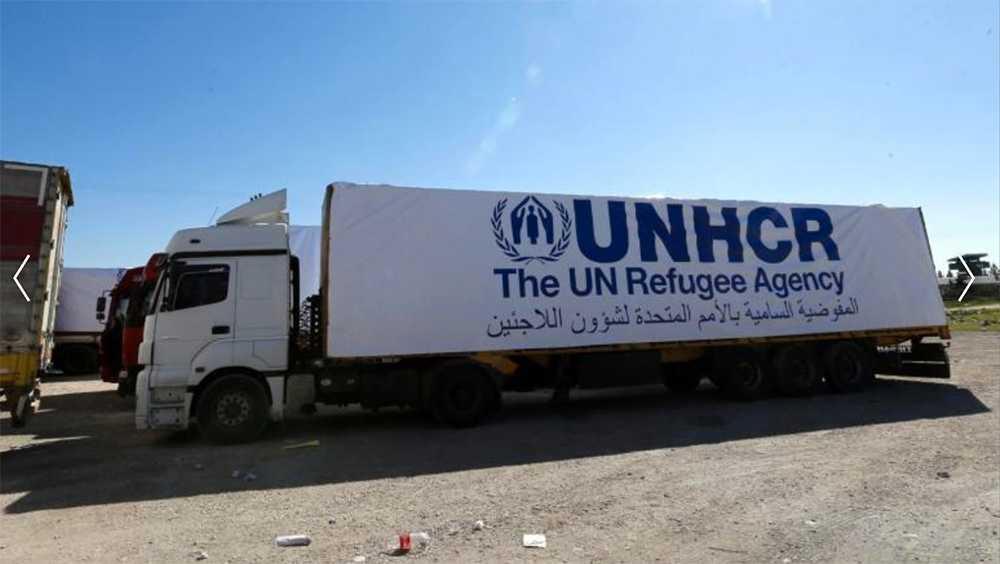 En FN-lastbil väntar på klartecken