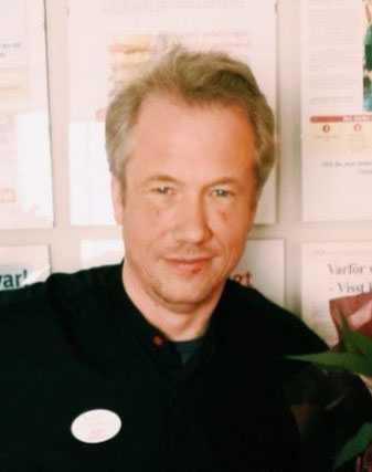 Ica-handlaren Robert Larsson vill sätta stopp för äggkastning.