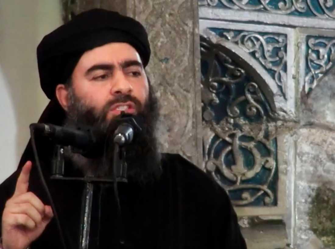 Abu Bakr al-Baghdadi under sitt första officiella framträdande i en moské 2014. IS-ledaren dödades efter en amerikansk attack som inleddes på lördagskvällen. Arkivbild.