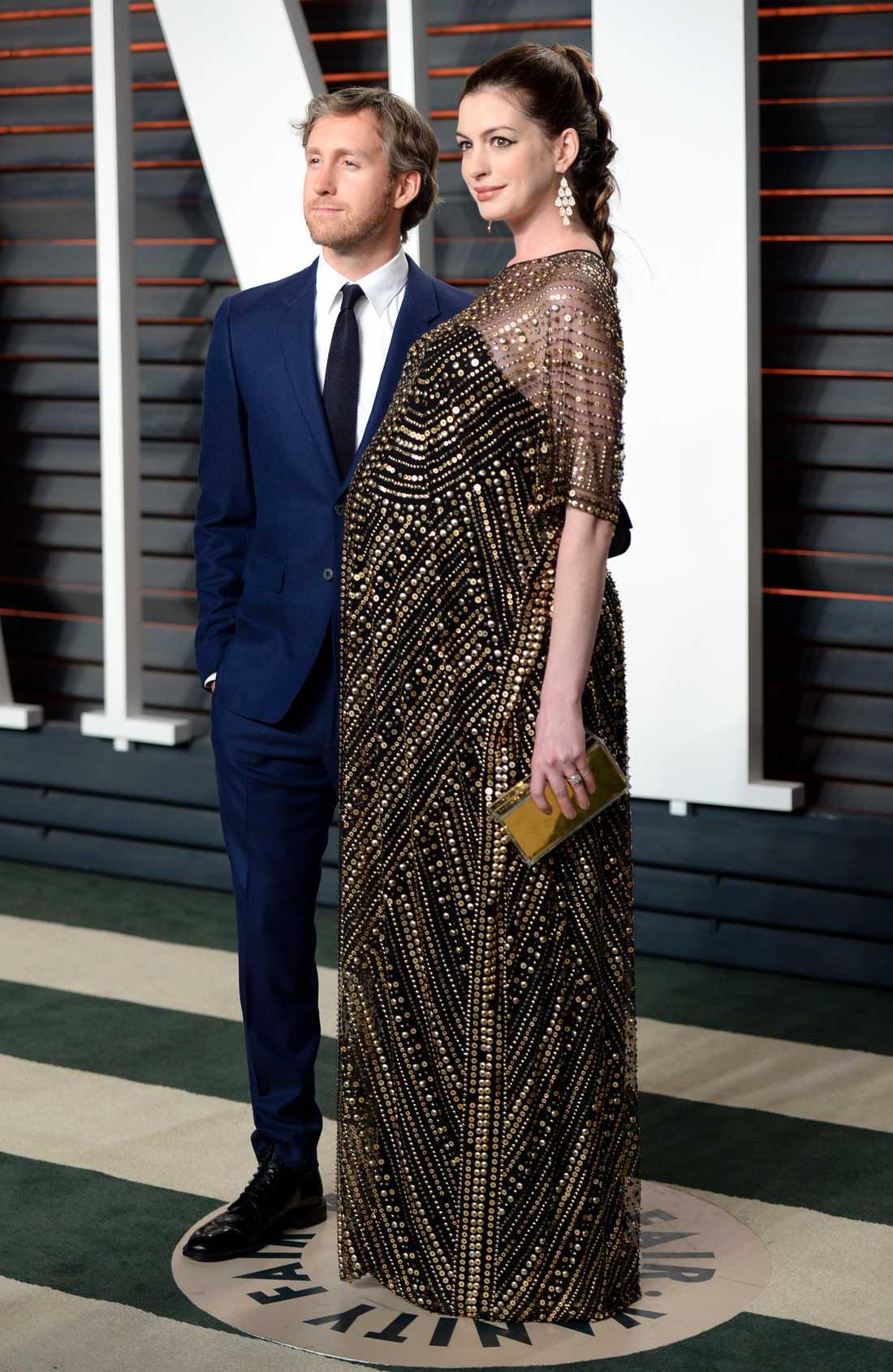 Anne Hathaway och maken Adam Shulman från hennes förra graviditet.