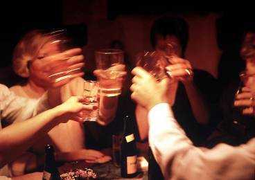 En ny studie visar att kvinnor med alkoholproblem före 45 års ålder ökar risken för cancer med 80 procent.
