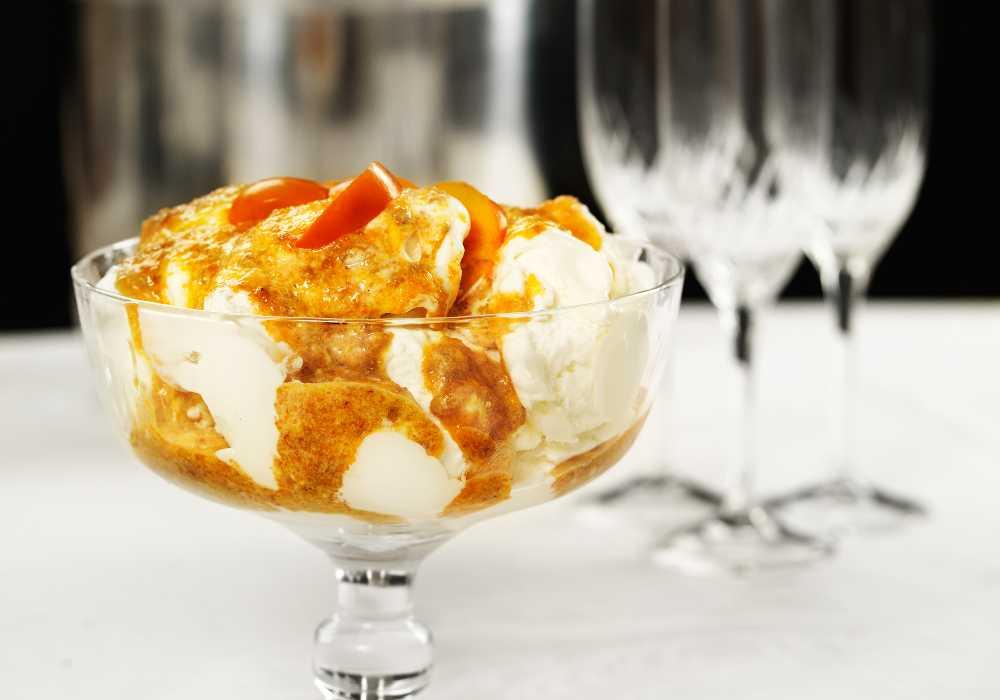 Glass med sharonfruktsås