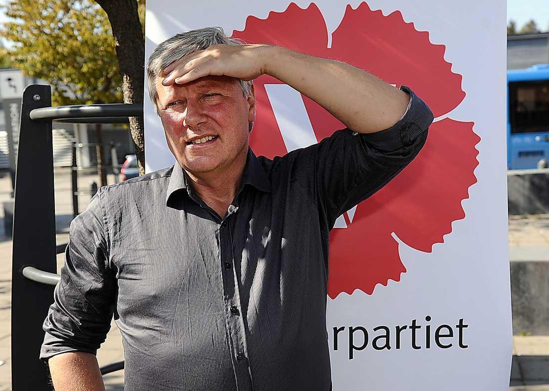 jakten har börjat Spekulationerna över vem som blir Lars Ohlys efterträdare är i full gång. Nu kräver vänsterpartister att en kvinna tar över partiet.