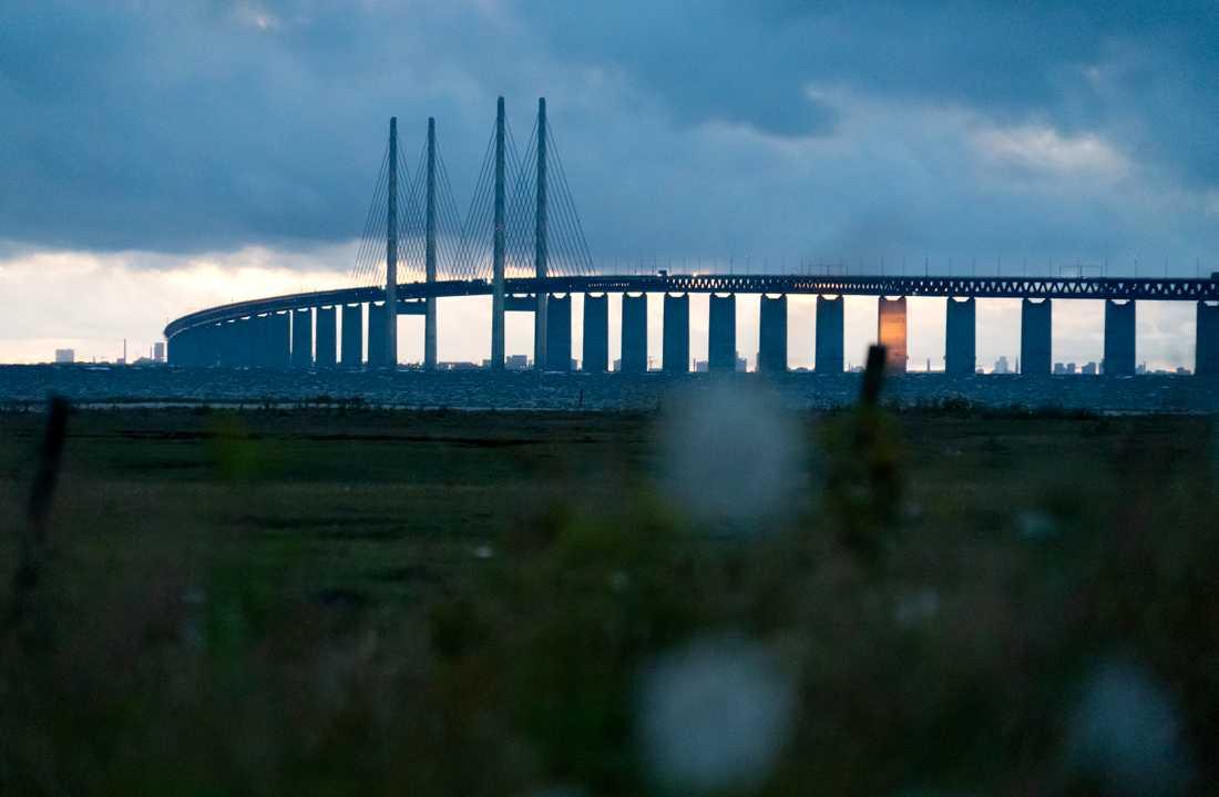 Ta inte resan över Öresundsbron till tolv av Sveriges 21 regioner om det inte är nödvändigt, uppmanar det danska utrikesdepartementet. Arkivbild.
