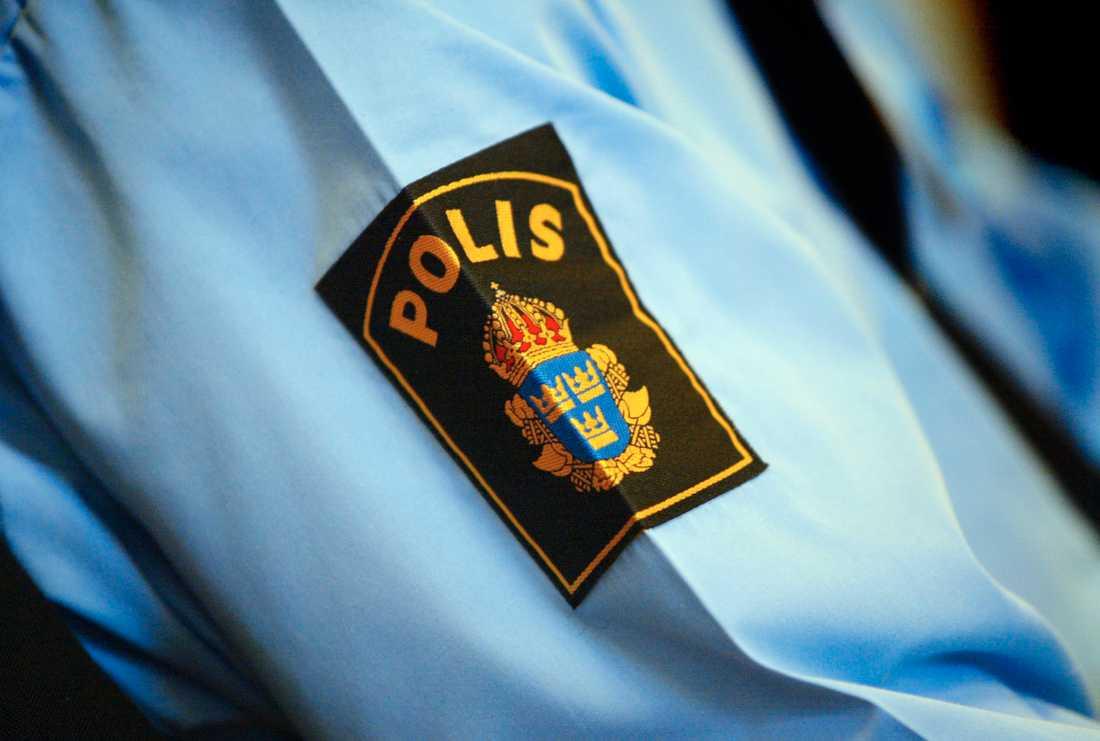 En polis åtalas, sedan han försökt få rabatt på SJ i utbyte mot sina tjänster. Arkivbild.