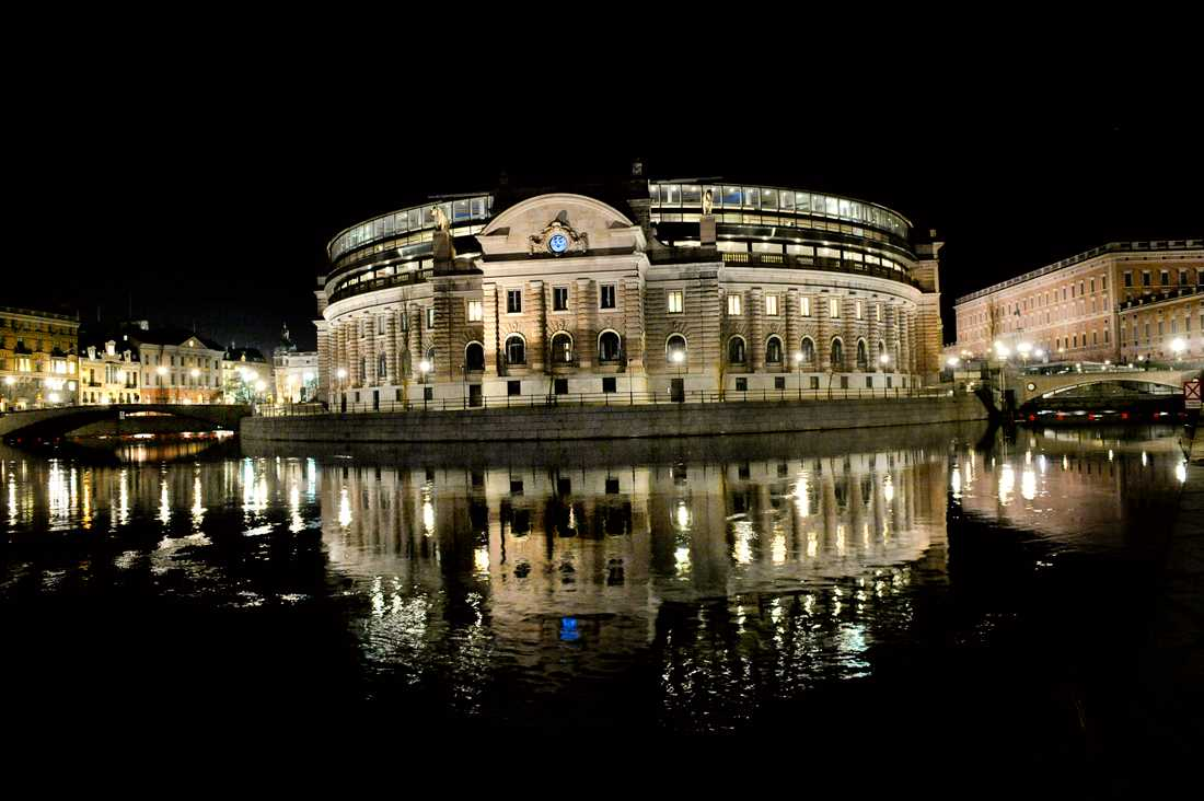 Riksdagshuset i kvällsljus. Arkivbild.