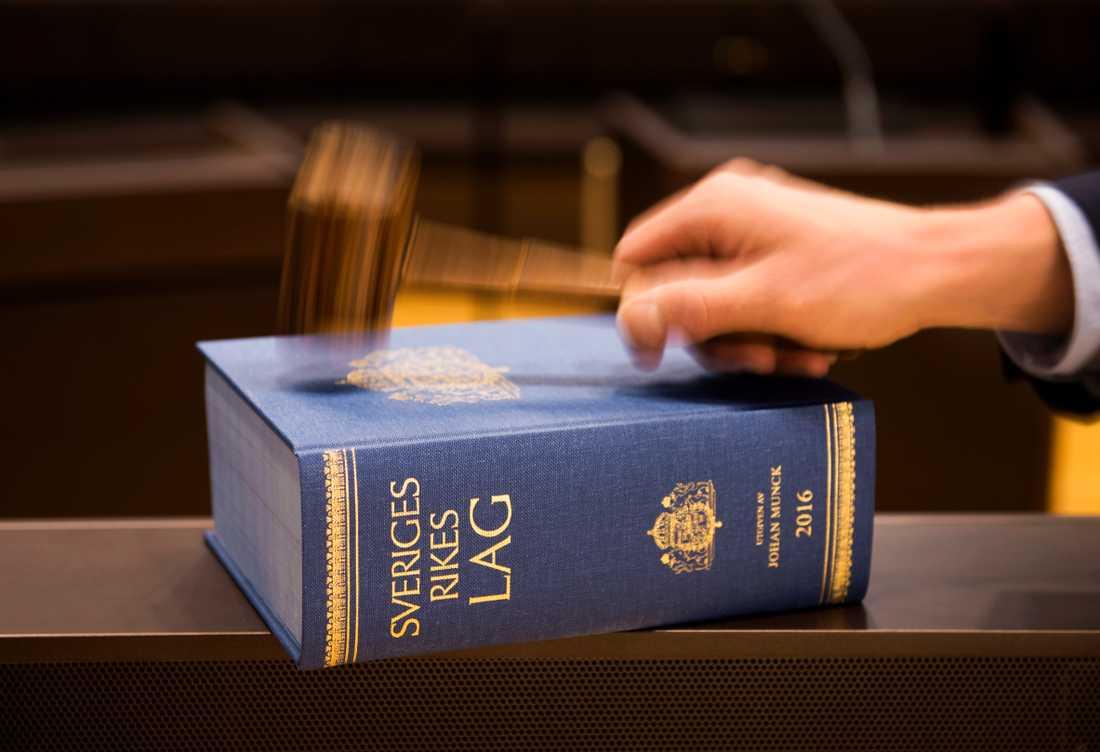 Tre män i Borlänge döms till fängelse för människorov och grov misshandel med tortyrliknande inslag. Arkivbild.