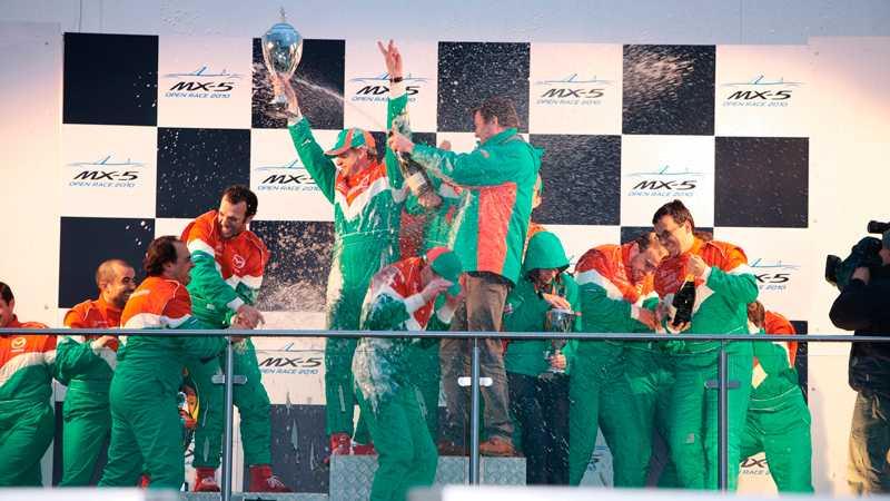 Champagnesprut är ett obligatorium i racing.