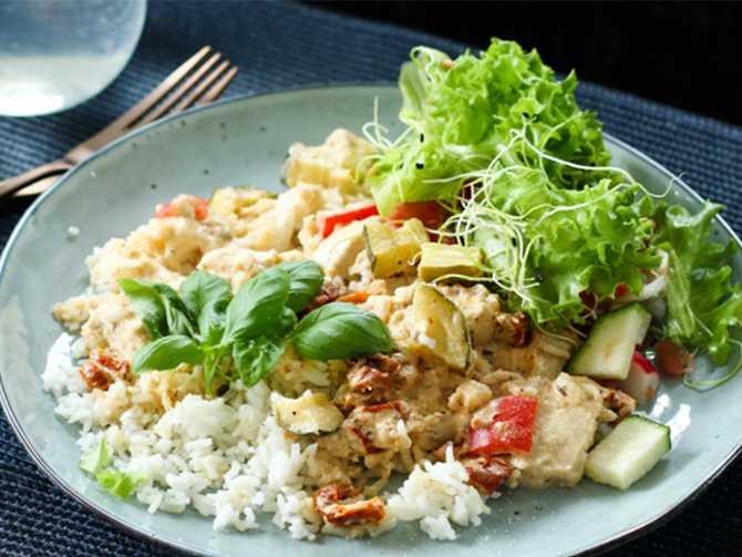 Kycklinggryta med fetaost och grönsaker