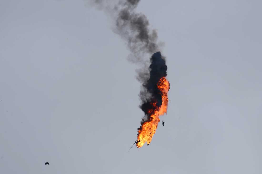 En militärhelikopter som tillhör den syriska regimens styrkor sköts ned av rebellstyrkor på onsdagen.