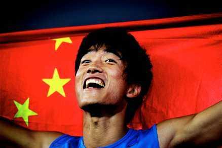 KANONKINESEN Liu Xiang slog det tolv år gamla världsrekordet på 100 m häck.