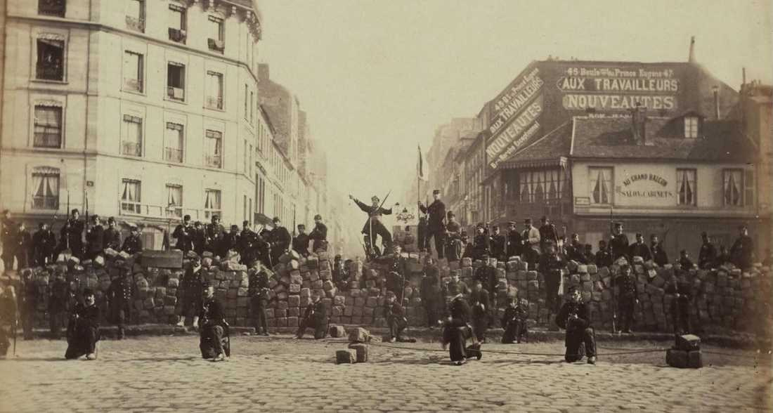 Barrikader på Paris gator våren 1871.