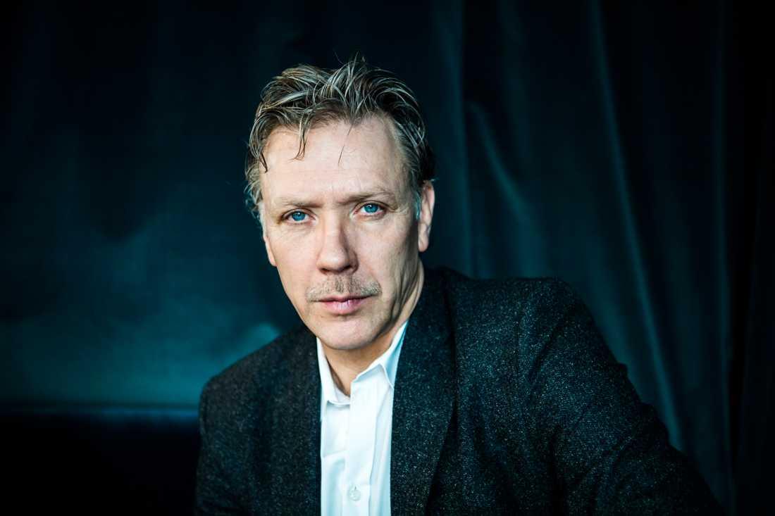 Mikael Persbrandt bjöd på en show varje morgon i Köping.