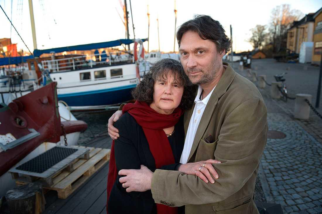 """""""Vi har lovat att aldrig sluta hjälpa föräldrar att söka efter diagnosen på deras barn"""", säger Mikk och Helene Cederroth som startade Willefonden efter att ha förlorat tre av sina barn i en okänd hjärnsjukdom."""
