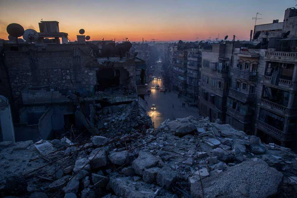 NICLAS HAMMARSTRÖM Aleppo, en stad i ruiner. Ingen mat, värme eller el. Alla lider.