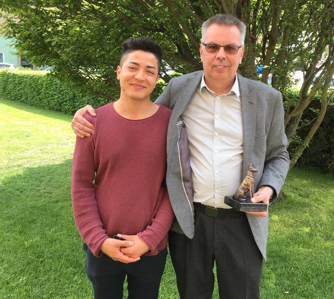 Hamid Mohammadi, 19, och rektorn Kenneth Svensson.