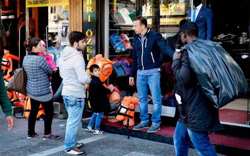 In previous years the stream of refugees has declined during the autumn – the risks with the journey across the Mediterranean Sea are too big – but not this year. People do not dare to wait. Meanwhile, on the streets of Izmir, life jackets that do not float are sold to people who cannot swim.