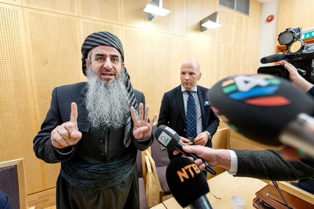Mulla Krekar, här i en norsk tingsrätt 2016, har dömts till tolv års fängelse i Italien. Arkivbild.