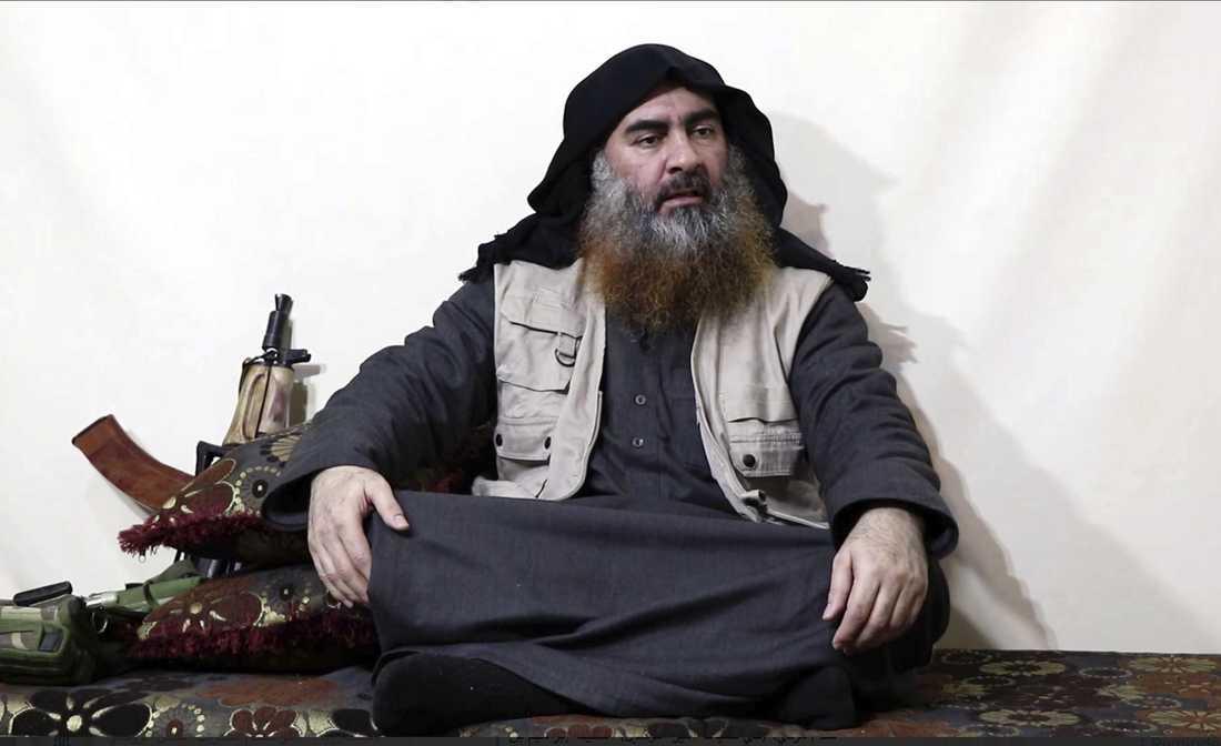 IS ledaren Abu Bakr al-Baghdadi uppges ha dödats i en räd av USA. Bilden den sista kända på IS-ledaren.