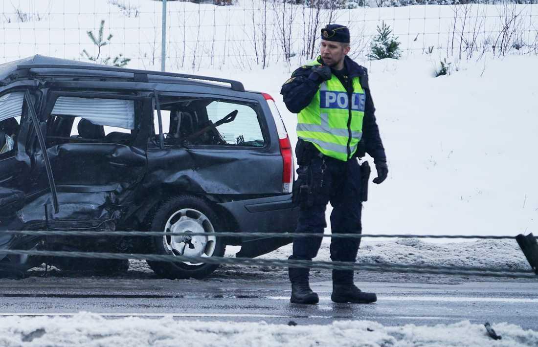 En man i 60-årsåldern död i en olycka utanför Alvesta.