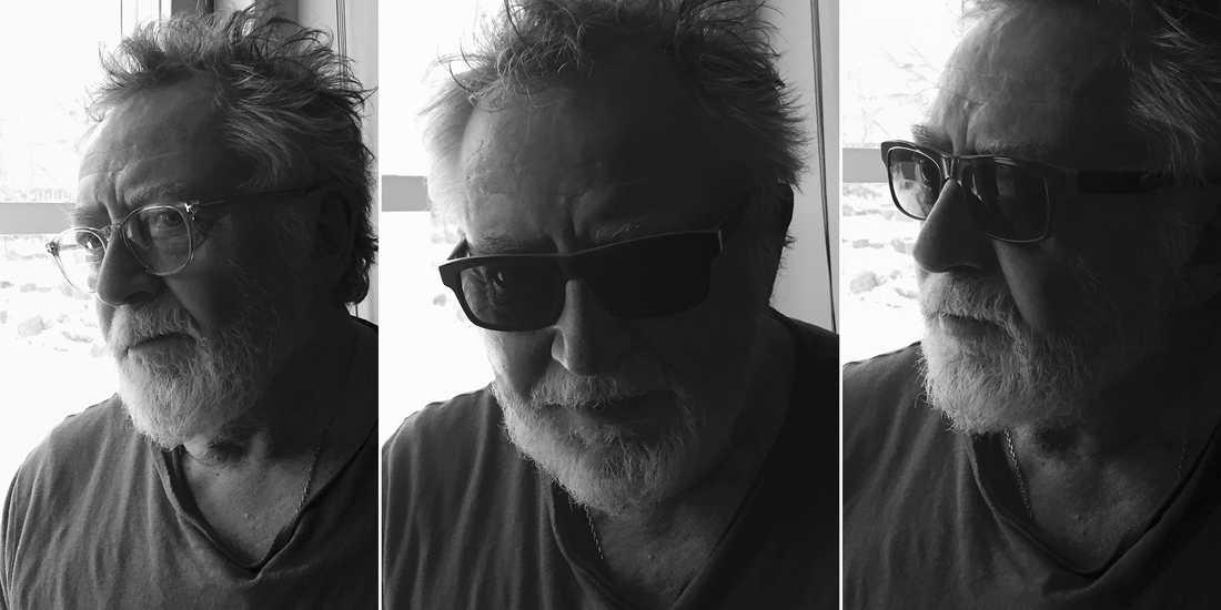 Flera av Ulf Lundells nya låtar börjar vid fönstret i huset på Österlen och utvecklas till något betydligt större.