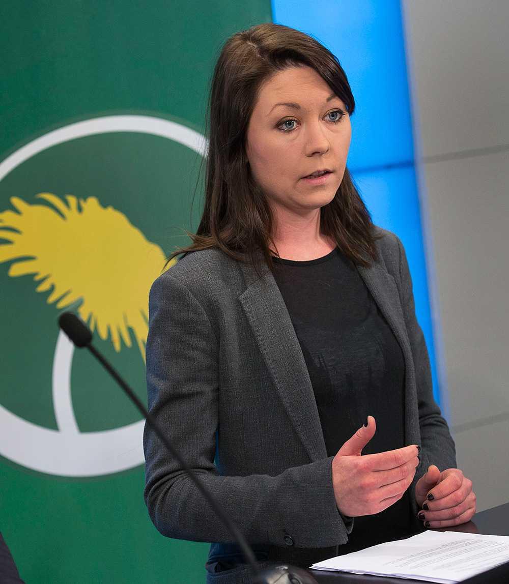 """""""Oerhört tragiskt att Folkpartiet föreslår tillfälliga uppehållstillstånd"""", säger Maria Ferm (MP)."""