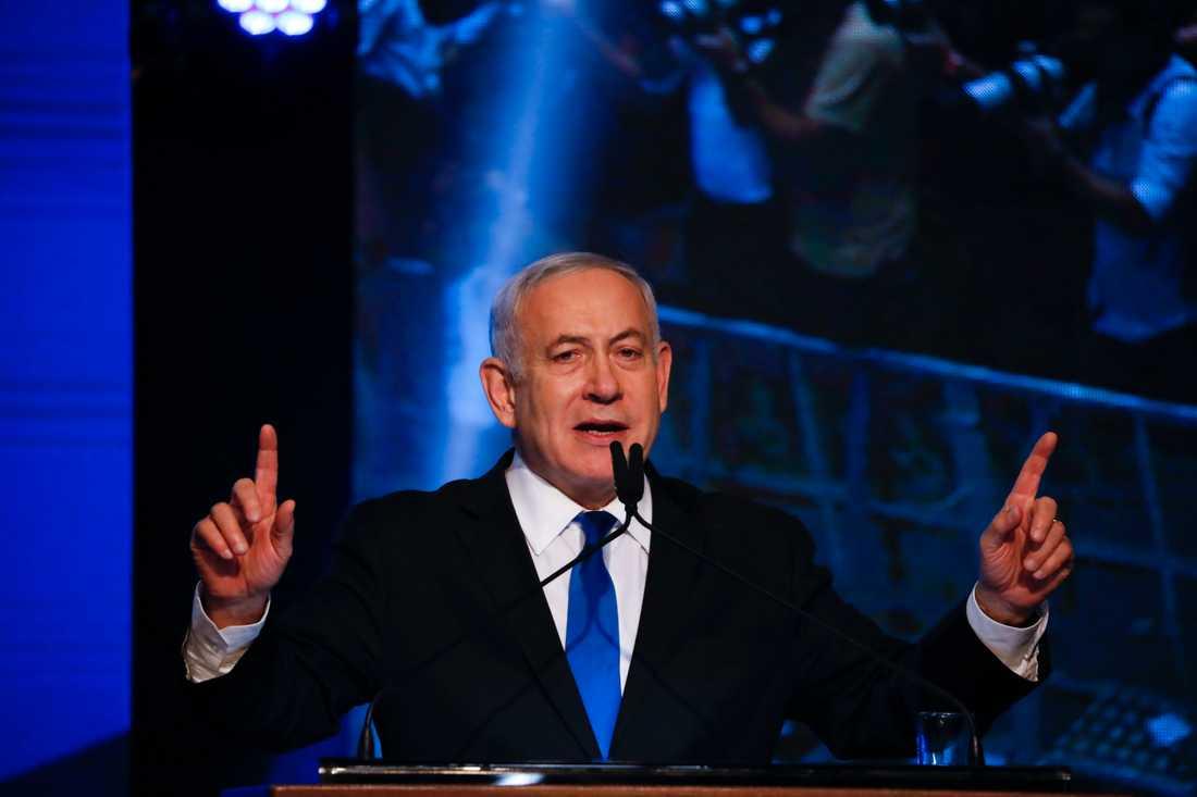 Israels premiärminister Benjamin Netanyahu håller tal till sina anhängare.