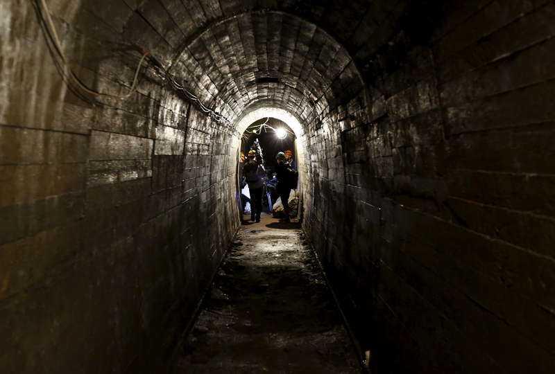 Nu börjar det bränna till i tunnlarna under Wałbrzych i Polen. Polacken Piotr Koper och tysken Andreas Richter gick i går ut i tv och annonserade att de hittat guldtåget från andra världskriget - och det är inte bara de som sprungit omkring i gångarna. Även journalister och skattletare har tagit sig till området och nu har militären tagits dit för att vakta platsen.