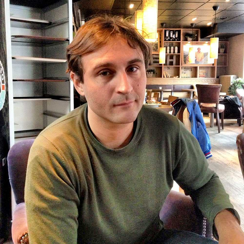 Johar Bendjelloul, Maliks bror.