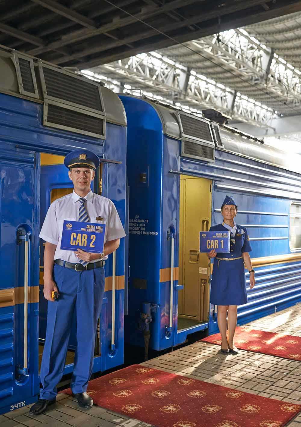 Ombord på tåget finns personal som tar hand om gästerna dygnet runt.