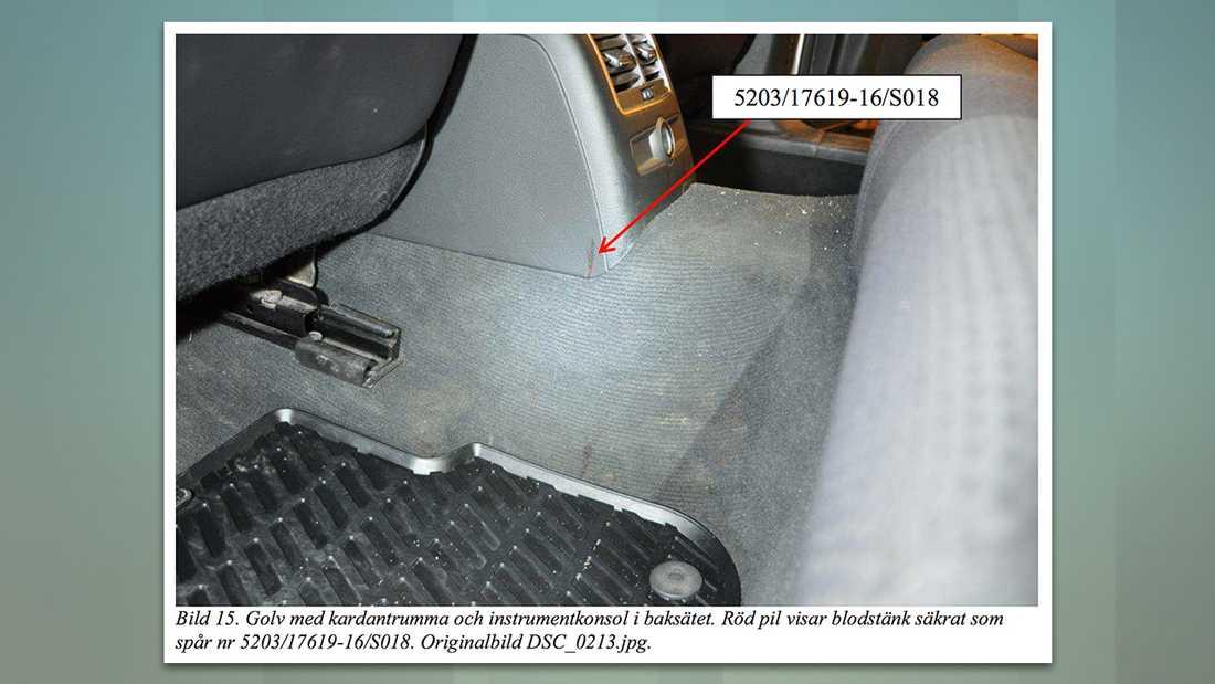 I bilen hittades, på flera ställen, blodspår.
