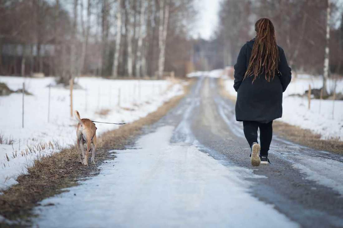 Ute på promenad.
