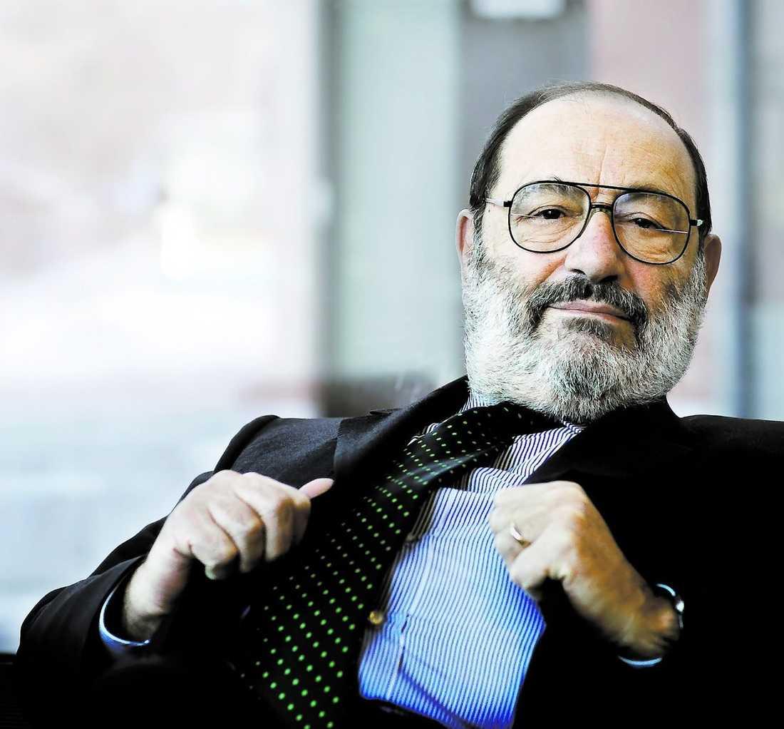 """Den italienske författaren Umberto Eco, född 1932, slog igenom 1983 med """"Rosens namn""""."""