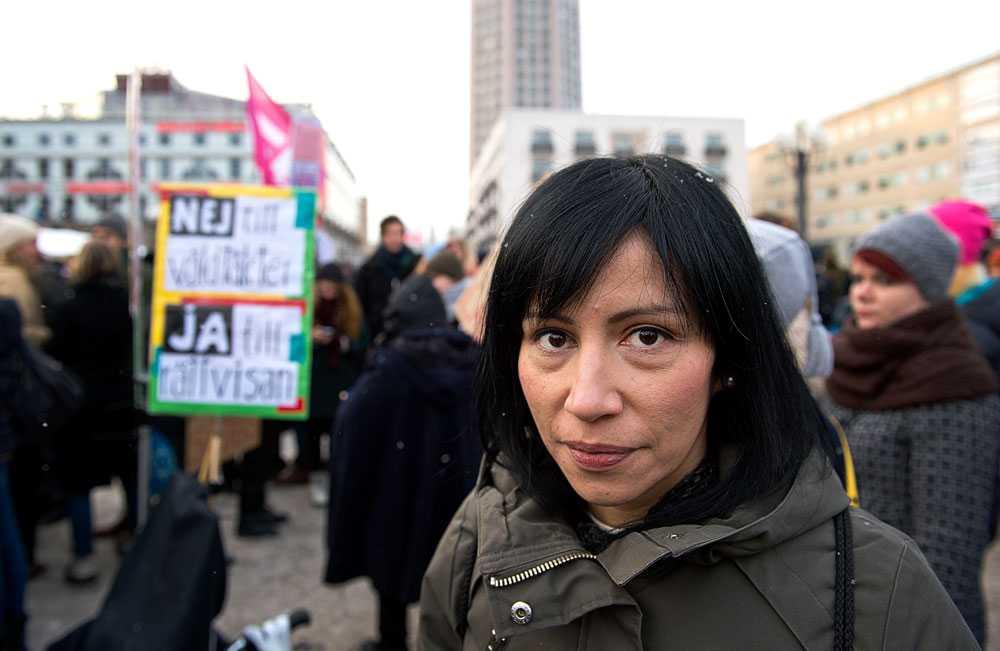 Under 2011 framkom det att riksdagsledamoten Rossana Dinamarca (V) hade en av riksdagens dyraste och minst miljövänliga resnotor. I dag finns den informationen inte kvar.
