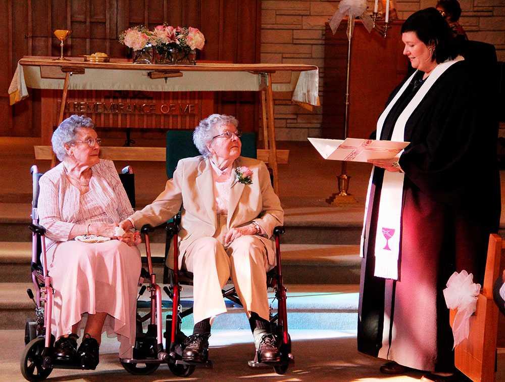 Vivian och Alice gifte sig – efter 72 år tillsammans.
