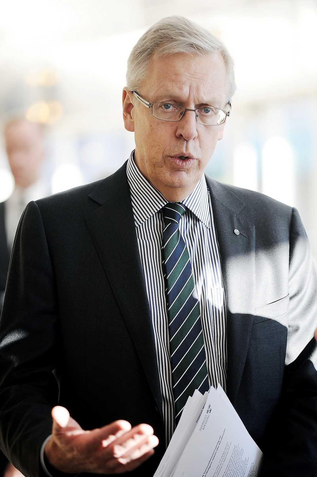 Mats Odell Position inom KD: Riksdagsledamot från Stockholms län, kommun- och finansmarknadsminister 2006–2010. Status: Har tidigare sagt att han bara tänker ställa upp om Hägglund vill lämna sin post, men har nu vänt om och säger att han ska fundera över nomineringen.
