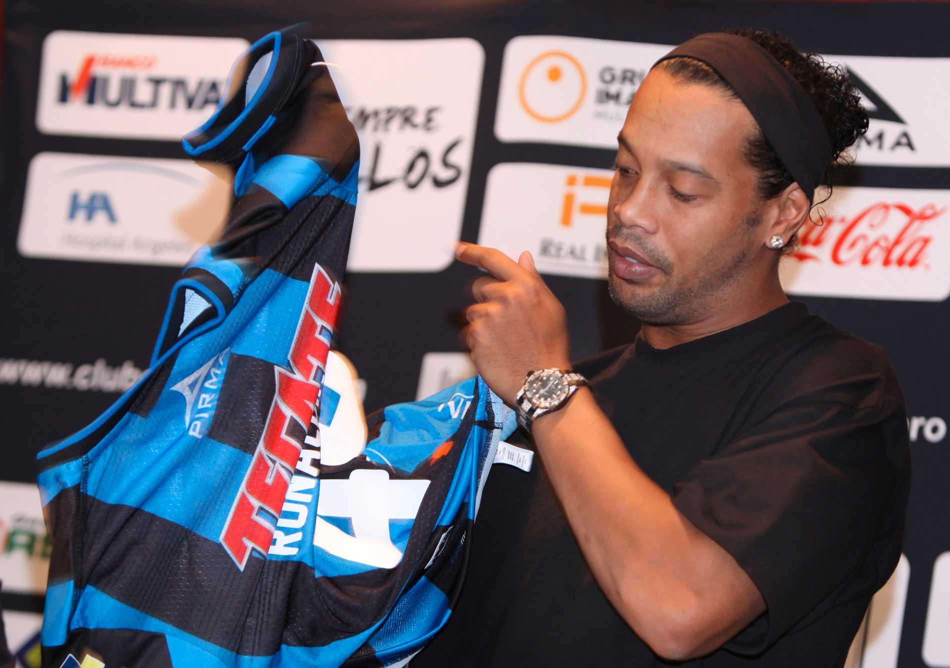 Ronaldinho i september när han presenterades för mexikanska Queretaros.
