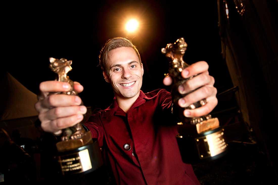 Första live-vinnaren 2010 bytte Rockbjörnen fokus – från skivor till liveuppträdanden. Oskar Linnros kammade hem två björnar.