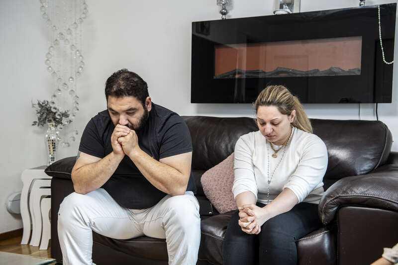 Föräldrarna, Rand och Firas, försöker att leva vidare efter att ha förlorat sin dotter.