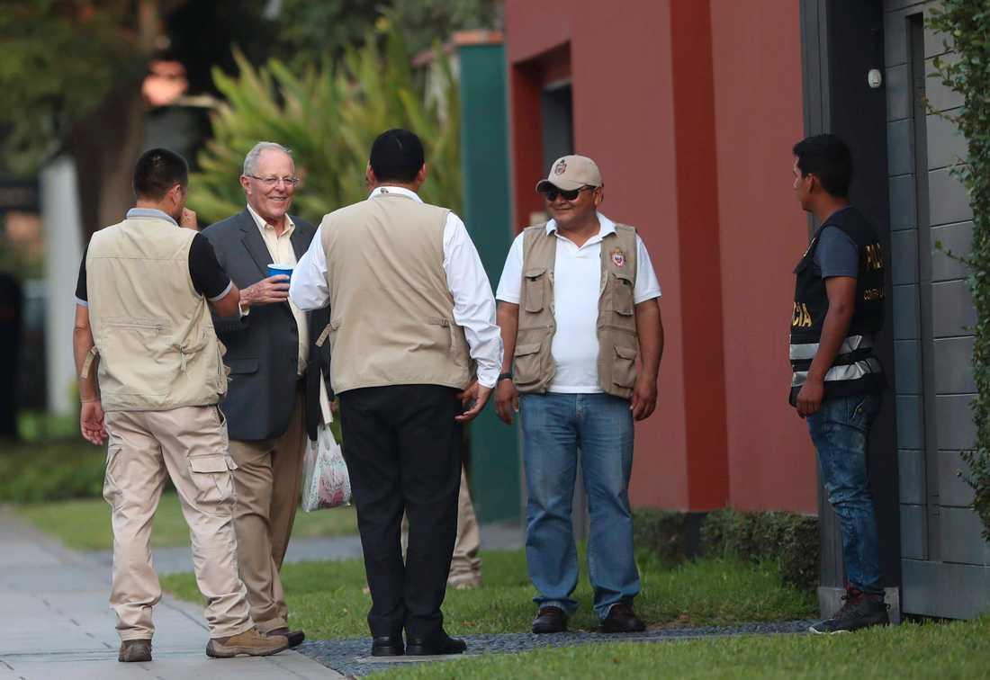 Perus tidigare president Pedro Pablo Kuczynski, tvåa från vänster i bild, har gripits. Arkivbild från 2018.