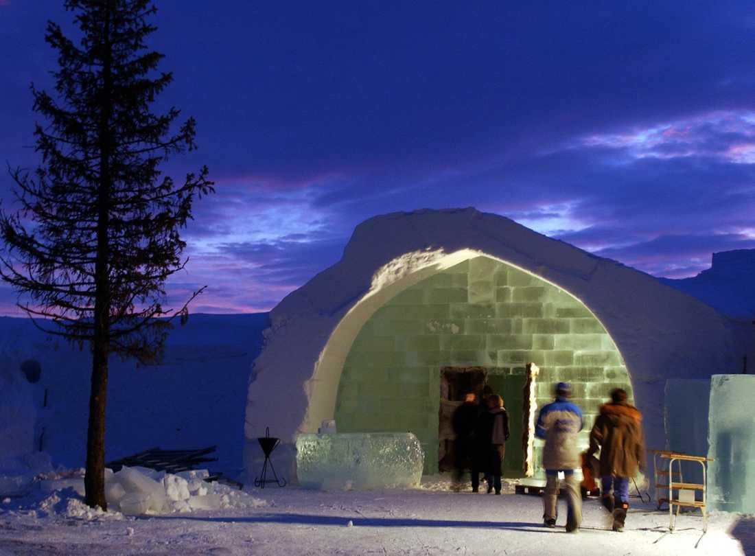 Här på ishotellet i Jukkasjärvi kan du bo omringad av is.