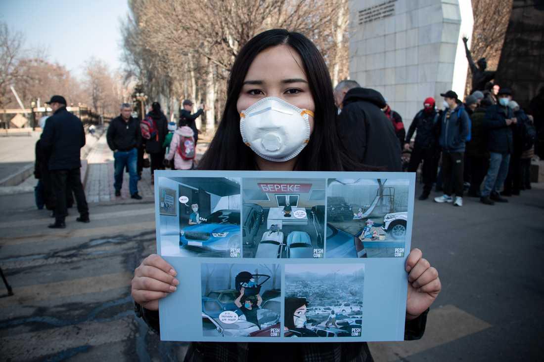 – Regeringen har bara kommit med orealistiska förslag, som att öka antalet elbilar. Den kirgiziska ekonomin är inte redo för elbilar, vi behöver akuta åtgärder, säger en student som inte vill uppge sitt namn.
