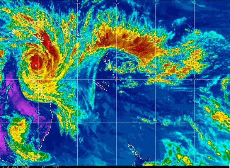 På VÄg Den här satellitbilden från rymden, som National Oceanic and Atmosphere Administration (NOAA), delade ut i morse, visar hur kategori-5-cyklonen närmar sig Queenslands norra kust.